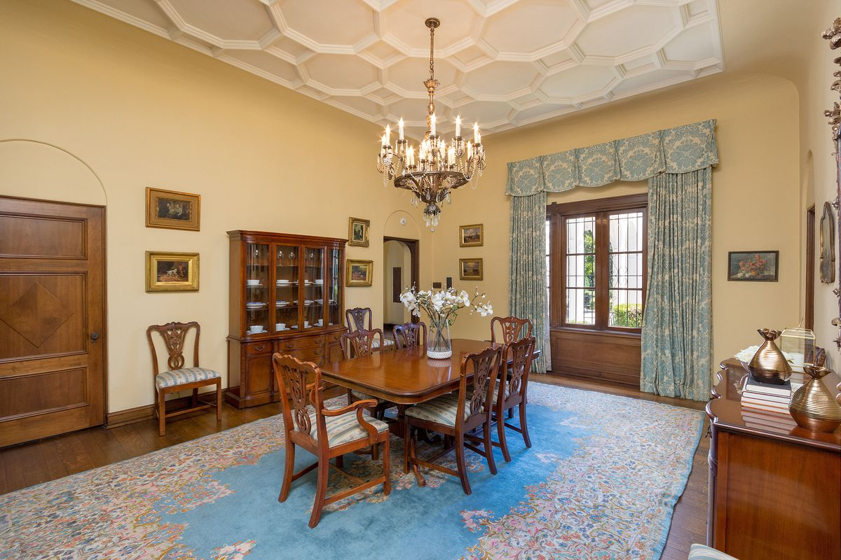 Leonis house dining room